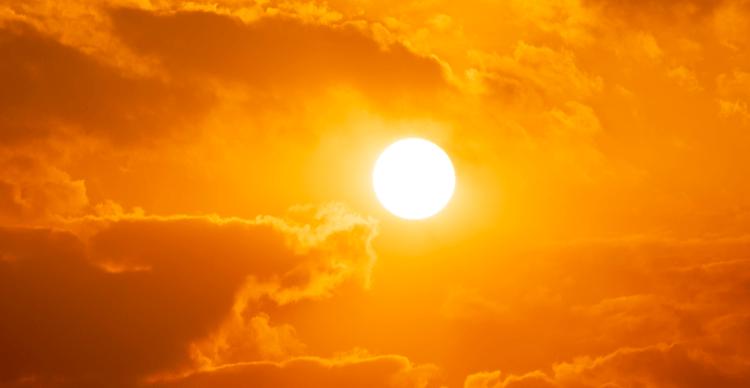 Coucher de soleil dans le ciel