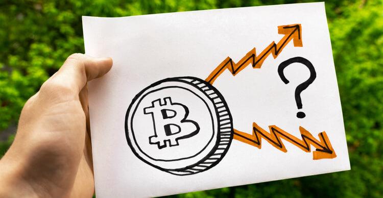 Un morceau de papier indiquant une direction incertaine pour le prix du Bitcoin